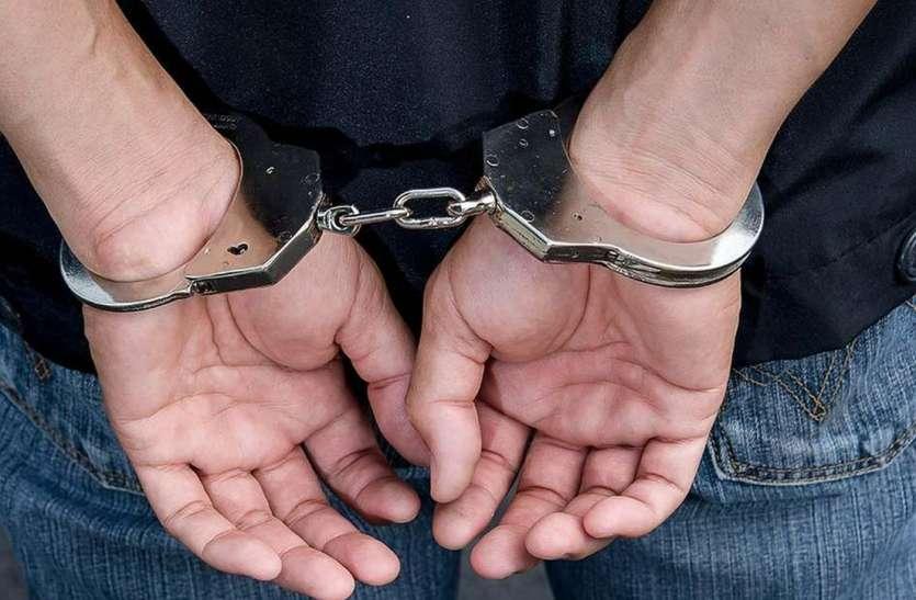 पर्यटकों को परेशान करने वाले दस लपके गिरफ्तार