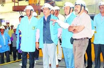 रेलवे बोर्ड अध्यक्ष ने किया व्हील एंड एक्सल प्लांट का निरीक्षण