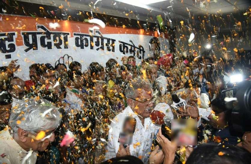 भूपेश ने नेताओं को फोन कर शपथ ग्रहण समारोह के लिए किया आमंत्रित, सोनिया, राहुल, मनमोहन बनेंगे साक्षी