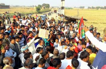 रेल फ्रेट कॉरिडोर योजना पर किसानों ने निकाली पदयात्रा, पूर्व सपा सांसद रामकिशुन ने भरा जोश