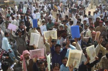 पाकिस्तान सुप्रीम कोर्ट का कड़ा निर्देश, दोहरी नागरिकता वालों को सरकारी नौकरी नहीं