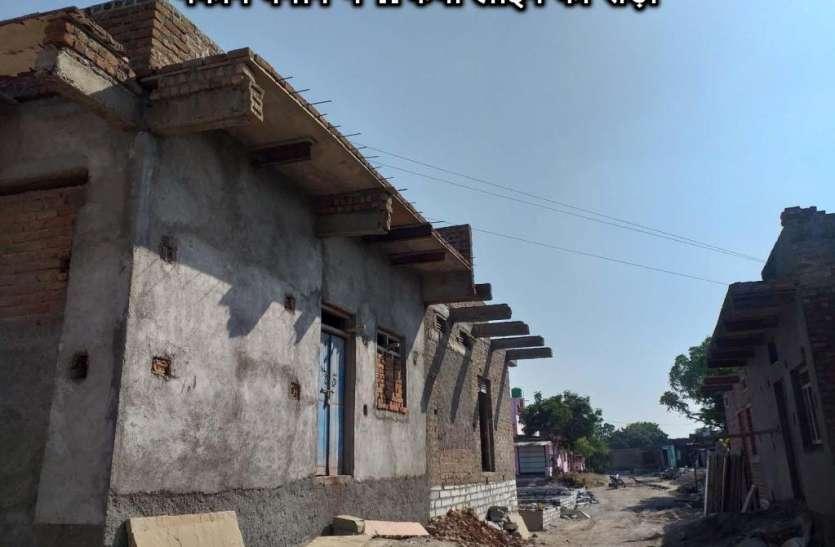 मकान बनाने में 11 केवी लाइन का रोड़ा
