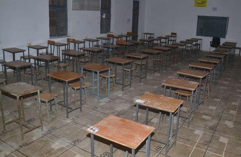 नहीं हटा कालेज से प्रशासन का कब्जा गैलरी और टेंट में देनी पड़ेगी छात्रों को परीक्षा