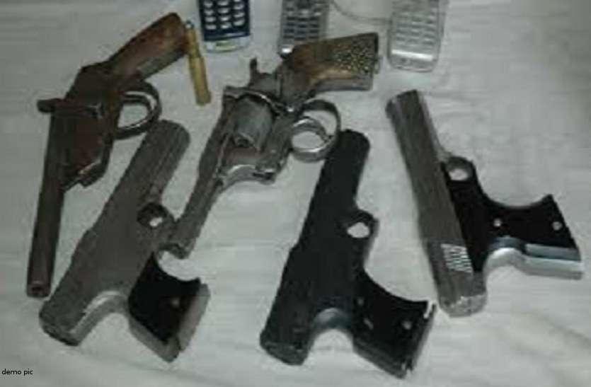 आचार संहिता खत्म होने के बाद भी नहीं लौटा रहे लाइसेंसी बंदूकें