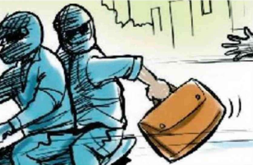 मथुरा के कारोबारी से फिरोजाबाद में हुई लूट, तो पुलिस की कार्यप्रणाली पर उठने लगे सवाल