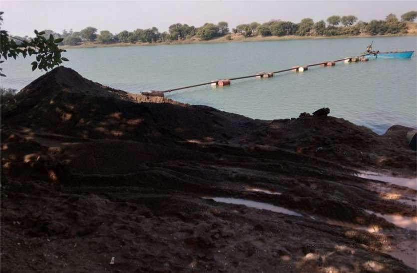 धड़ल्ले से हो रहा अवैध रेत खनन, लाखों के राजस्व की हो रही हानि, प्रशासन बेखबर