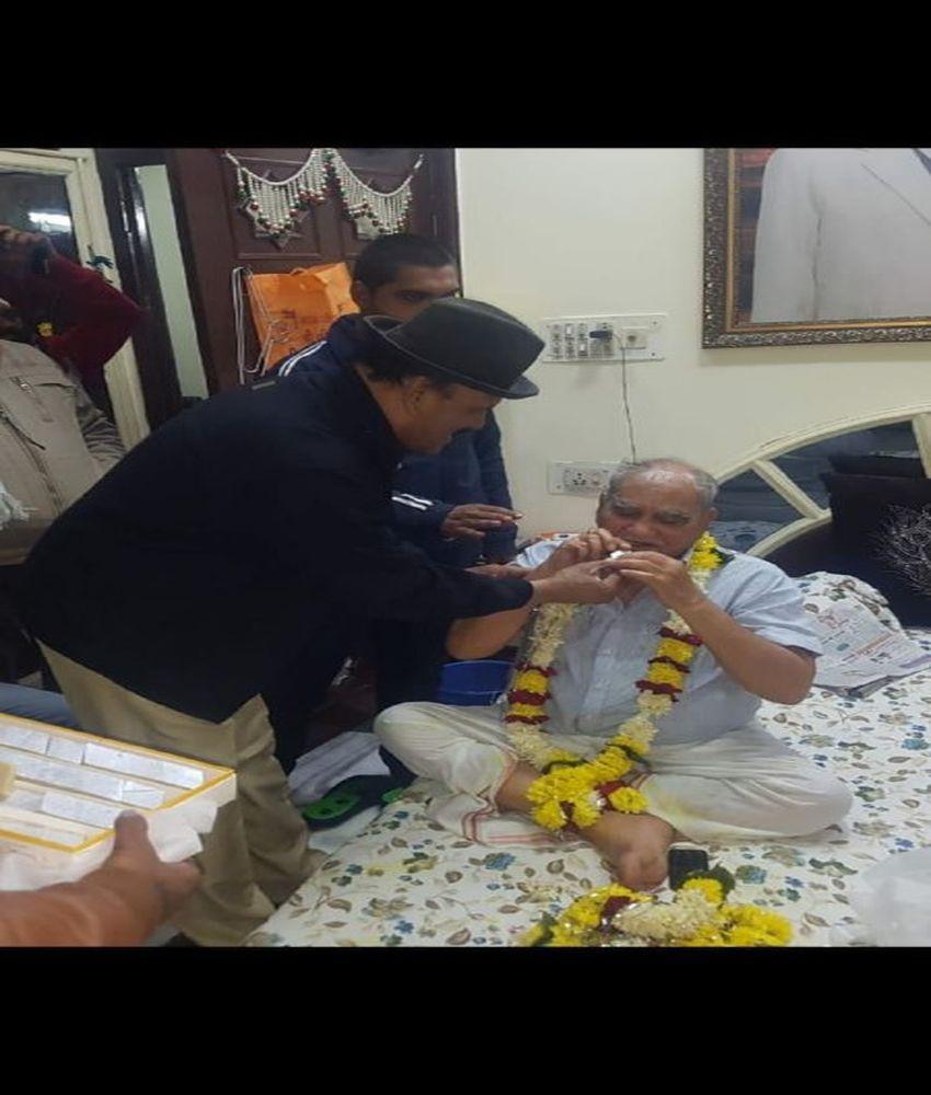 पहले कहा था भाजपा नेता है गुंडे, अब माफी मांगी