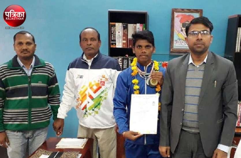 बांसवाड़ा के बद्रीलाल ने दिखाया कमाल, राष्ट्रीय स्तर तीरंदाजी में सबको पछाड़ा, स्वर्ण सहित जीते 4 पदक
