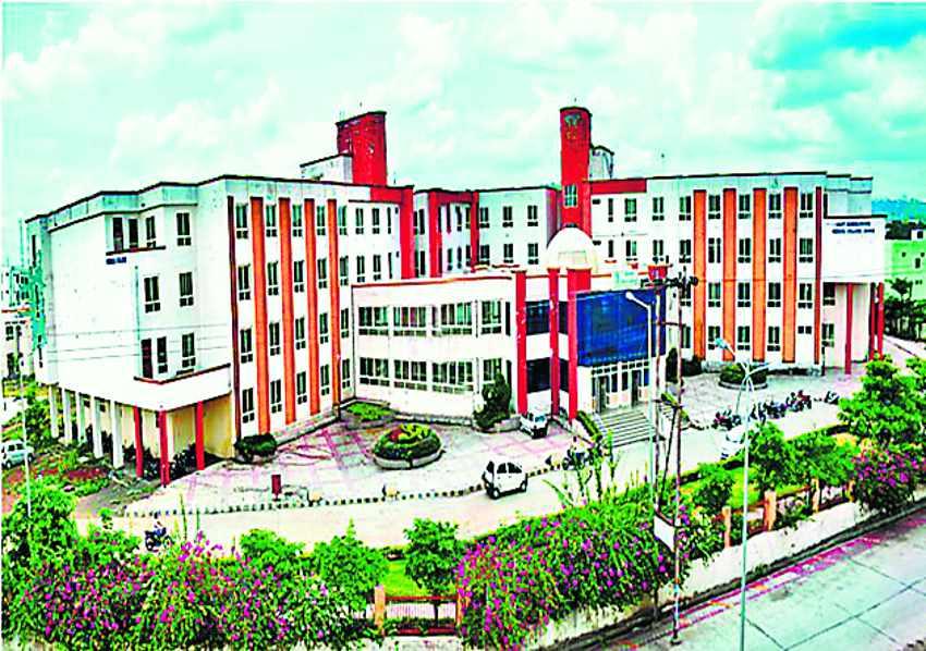 पीजी की मान्यता के आवेदन निरस्त होने पर दिल्ली पहुंचे डीन