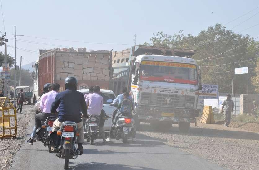 लापरवाही: 5 माह में 3.5 किमी सड़क नहीं बना पाए