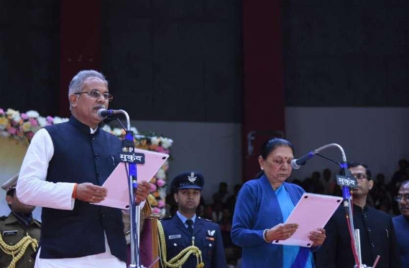 शपथ लेने के दो घंटे बाद ही CM भूपेश ने किसानों का कर्ज किया माफ, शराबबंदी पर असमंजस में सरकार