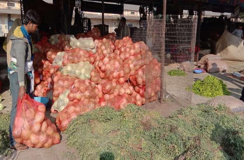 सब्जियों की लागत भी नहीं निकाल पा रहे किसान