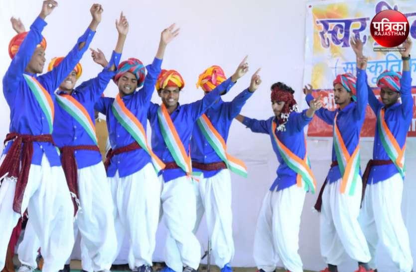 स्वर निनाद-2018 : गोविन्द गुरु कॉलेज में सांस्कृतिक कार्यक्रमों में नृत्यों और गीतों में रमे और खूब झूमे छात्र