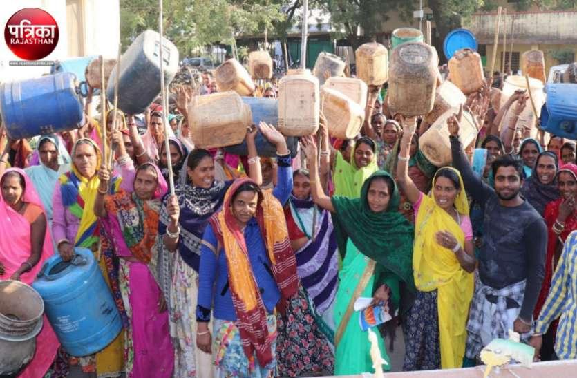 बांसवाड़ा: शराब के अवैध अड्डों के खिलाफ महिलाएं फिर सडक़ों पर, कलक्टरी पहुंचकर किया प्रदर्शन