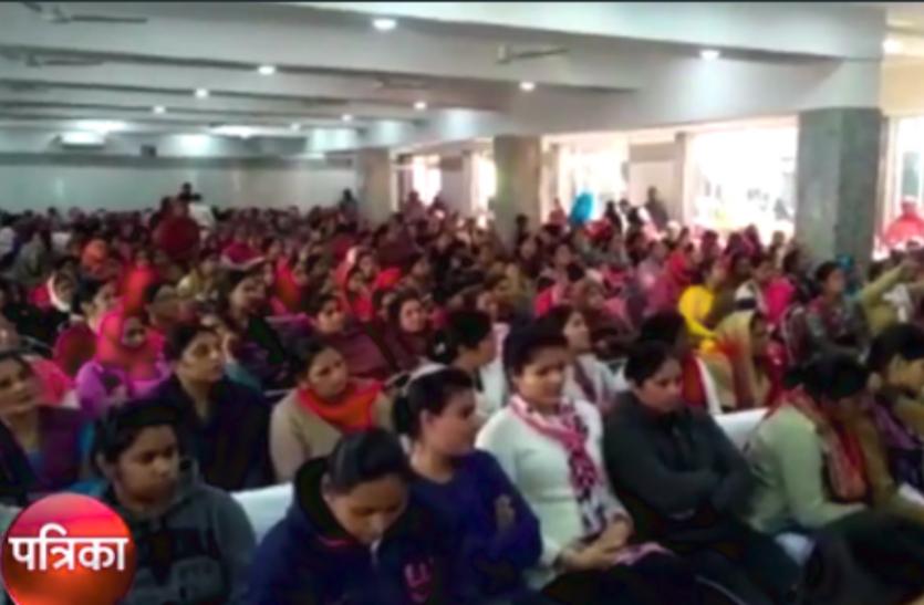 इस जिले में महिलाओं को सशक्त बनाने को प्रशासन की पहल, इंटरनेशनल शूटर ने भी की शिरकत, देखें वीडियो