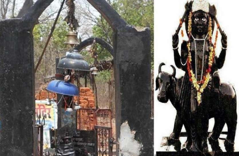 देश का इकलौता मंदिर जहां पत्नी संग विराजते हैं शनि देव