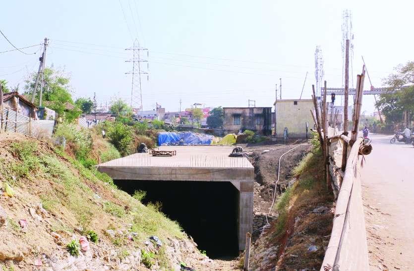 35 करोड़ के गोगांव अंडरब्रिज का निर्माण आठ महीने से बंद, पीडब्ल्यूडी के नोटिस का भी असर नहीं