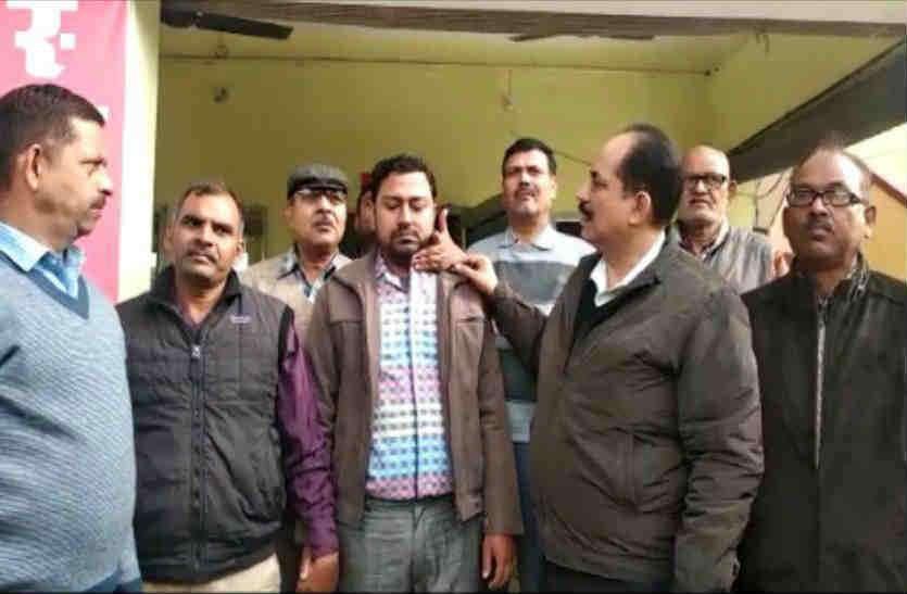 Anti Corruption की टीम ने भ्रष्ट लिपिक को 30 हजार रुपये की रिश्वत लेते रंगे हाथ पकड़ा, देखें वीडियो