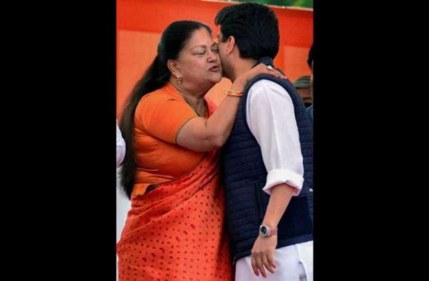 शपथ ग्रहण नहीं बल्कि BJP के ख़ास मिशन पर गयी थीं वसुंधरा राजे सिंधिया, फोटो ज़ूम करते ही खुल जाएगा राज़