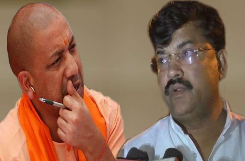 UP के हर जिले में दलित/पिछड़े डीएम एसपी और थानेदार, योगी सरकार के मंत्री की मांग