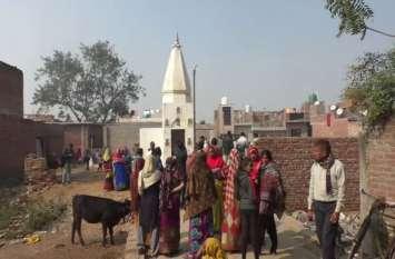 भाजपा नेता ने तोड़ी मंदिर की दीवार, स्थानीय लोगों में आक्रोश