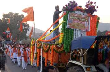 शौर्य दिवस पर निकाली भगवा रैली