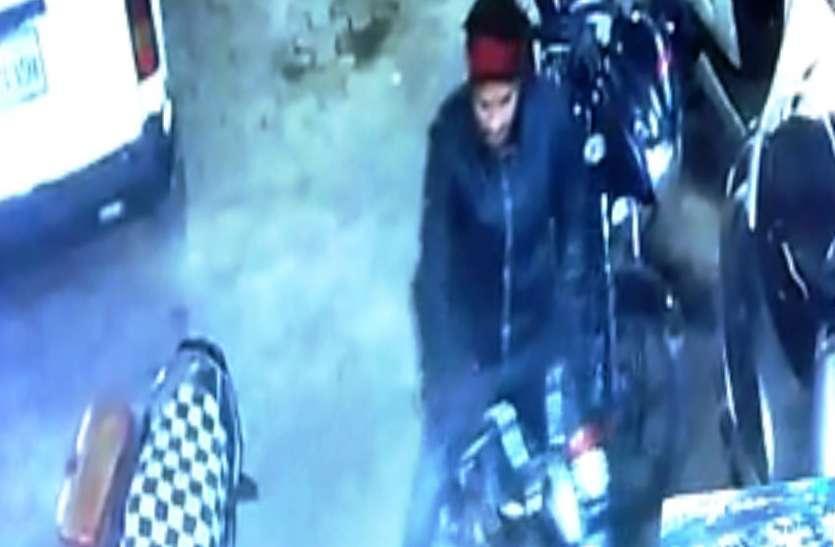 live video : शहर में बेखौफ वाहन चोर, इस तरह देते है घटना को अंजाम