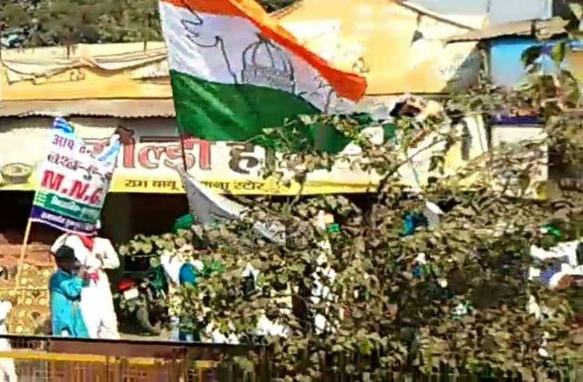 राष्ट्रीय ध्वज के अपमान का आरोप, हिंदु संगठनों ने की कार्रवाई की मांग