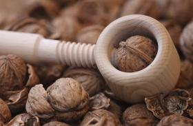 Health tips in hindi - हड्डियों काे मजबूत बनाता है अखरोट