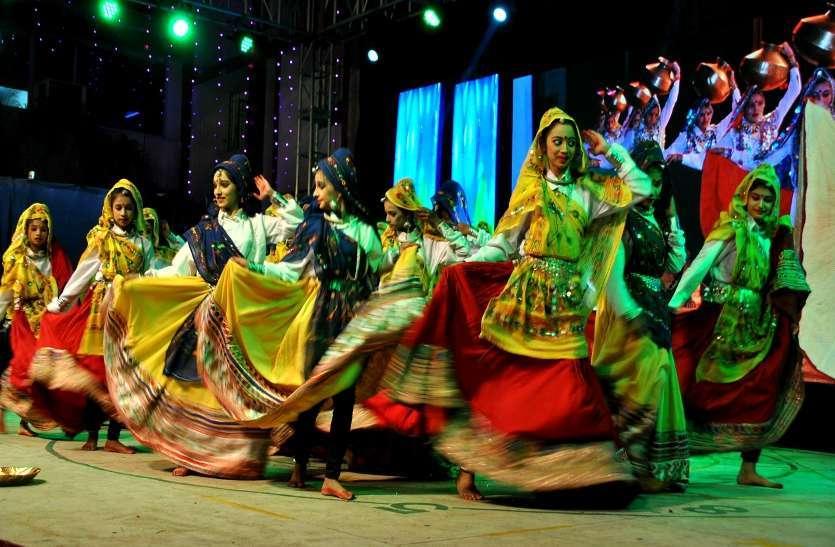 फोटो गैलरी :  वार्षिकोत्सव इंद्रधनुष के समापन पर नृत्य-संगीत पर बिखरी सांस्कृतिक छठा
