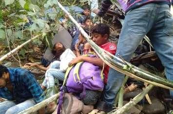 PICS : डांग में गहरी खाई में गिरी बच्चों से भरी बस