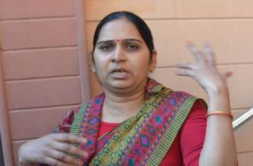 SIKAR : गाय को रोटी देने गई महिला के साथ दिन दहाड़े लूट