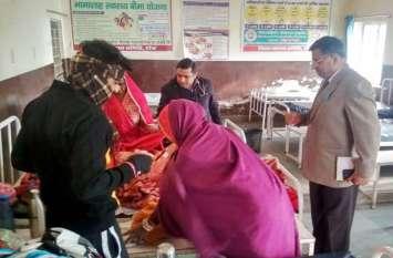 निदेशक ने अस्पताल का किया निरीक्षण, स्वच्छता बनाए रखने व मौसमी बीमारियों की रोकथाम के प्रयास के दिए निर्देश