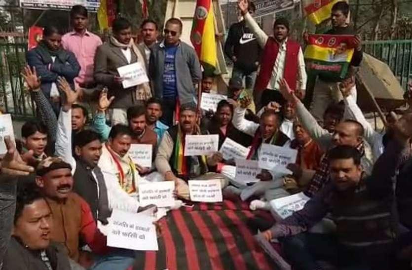 संजलि हत्याकांड को लेकर बढ़ता जा रहा विरोध, मुख्यमंत्री योगी का प्रसपा ने फूंक दिया पुतला, देखें वीडियो