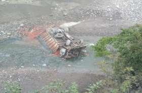 हिमाचल प्रदेश के सोलन में नाले में गिरा ट्रक, दो की मौत एक घायल