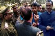 बलिया में दिनेश शर्मा का विरोध, काला झंडा दिखाने पहुंचे छात्रनेताओं को पुलिस ने किया गिरफ्तार