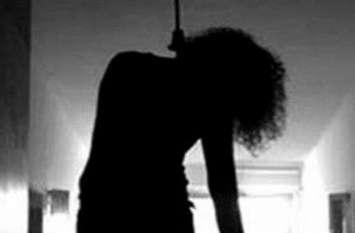 मेडिकल छात्रा ने हॉस्टल के कमरे में चुन्नी से फंदा लगाकर की आत्महत्या