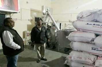 नकली दूध बनाने वाली फैक्ट्री पर पड़ी रेड, पुलिस को देख कर्मचारियों को उड़े होश