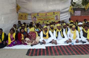 ओमप्रकाश राजभर की पार्टी सुभासपा ने शुरू किया आंदोलन, बीजेपी को लगा झटका