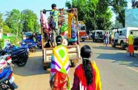 ग्रामीणों की सुरक्षा को ताक में रखकर सवारी गाड़ी बनी मालवाहक गाडिय़ां
