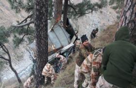आईटीबीपी जवानों से भरी बस खाई में गिरी, एक जवान की मौत, 34 घायल
