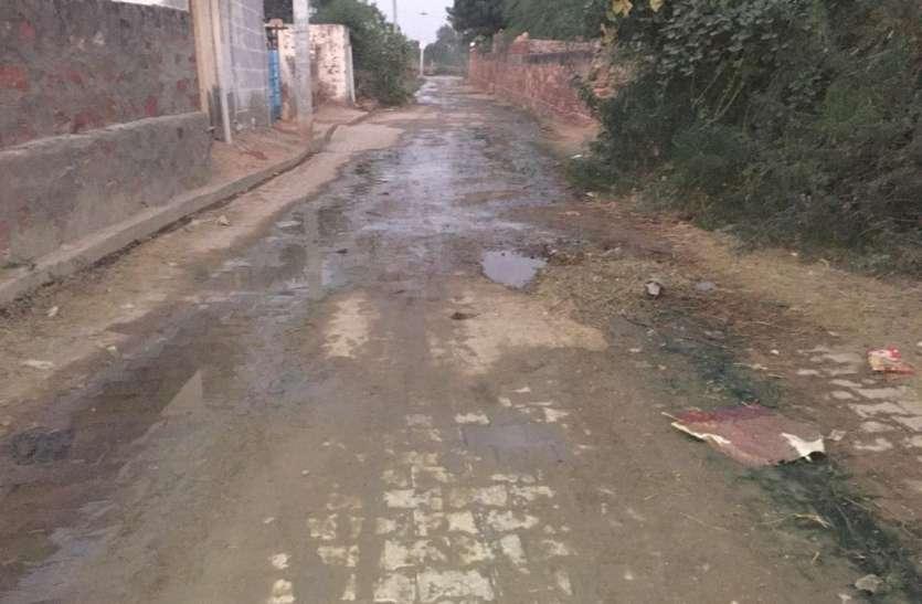 गंदे पानी की निकासी नहीं, 15 वर्ष से ग्रामीण परेशान