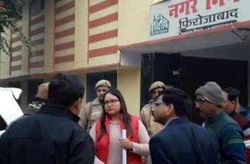लाल जैकेट पहने यह महिला आईएएस शुरू करने जा रही ऐसा अभियान जिसे देखकर खुश हो जाएंगे  मोदी और योगी, देखें वीडियो