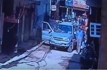 Video: गुरुग्राम में बेखौफ अपराधी, दिनदहाड़े हेड कॉन्सटेबल को घर से कर लिया किडनैप
