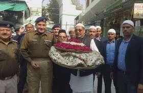 मंत्री विश्वेन्द्र सिंह पहुंचे दरगाह, गहलोत-पायलट की चादर पेश