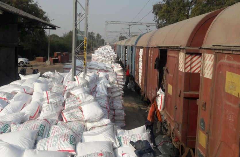 खरीफ सीजन: समितियों तक नहीं पहुंची पर्याप्त खाद, किसानों को हो सकती है परेशानी