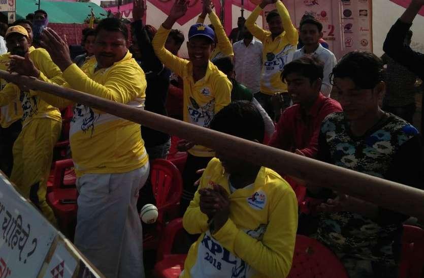 बल्लेबाजों का खूब चला बल्ला तो हवा में झूमती रही गेंदें