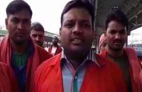 रेलवे के आधुनिकीकरण कुलियों का रोजगार संकट में