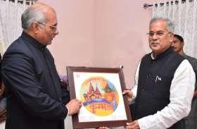 CM योगी आदित्यनाथ ने छत्तीसगढ़ के CM को भेजा कुंभ में आने का निमंत्रण, भूपेश ने कहा - धन्यवाद