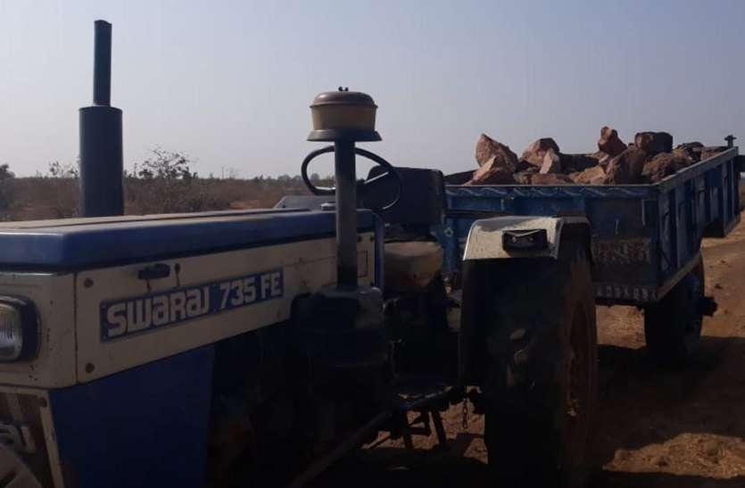 वनकर्मियों पर हमलाकर बोल्डर भरा ट्रैक्टर छुड़ा ले गए कारोबारी